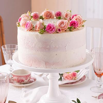 Hochzeitstorte Rezept und Idee für Blumendeko im Dornröschen-Style