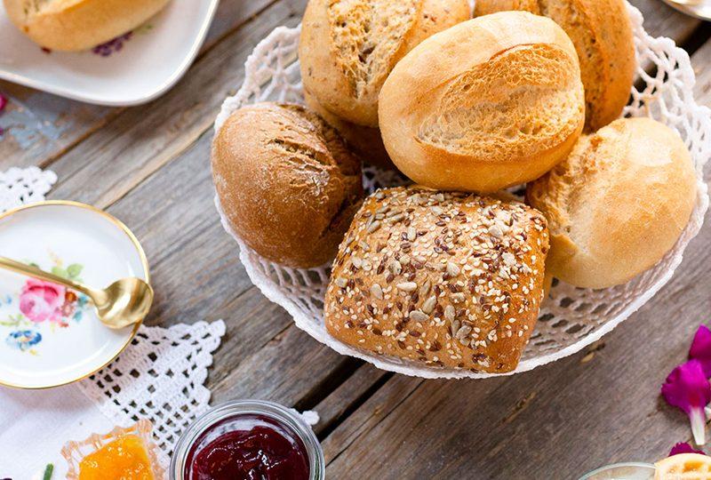 Kuchen zum Muttertag Rezept und Idee für Frühstück mit Waffeln und Brötchen