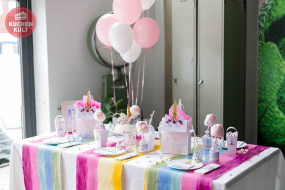 Einhorn-Kult Partystyling Ideen free printables Geburtstag Einladung Einhorntorte