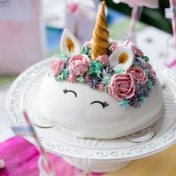 """Diese Einhorn-Torte hat ein """"cooles Geheimnis""""! 1"""