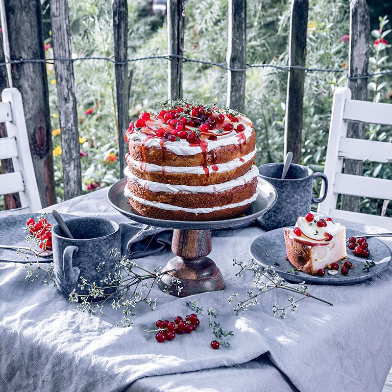 apfelkuchen selber verzieren naked cake mit johannisbeeren. Black Bedroom Furniture Sets. Home Design Ideas