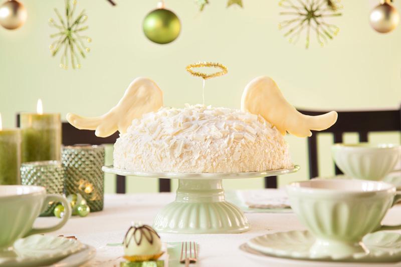 Weihnachtstorte als himmlische Torte mit Engelsflügeln