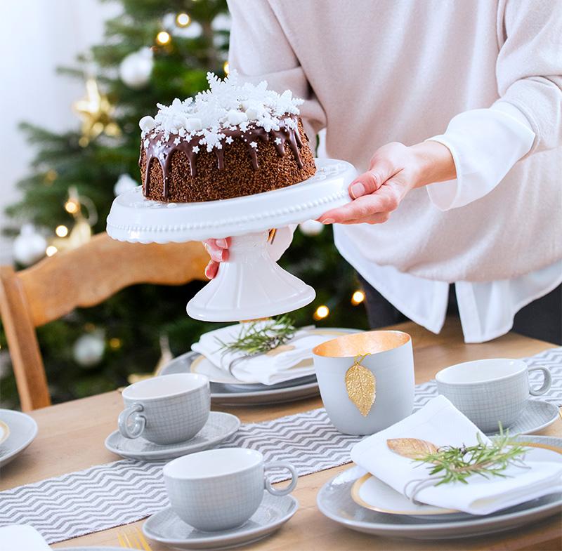 Weihnachtstorte aus Schokolade mit Fondant dekoriert