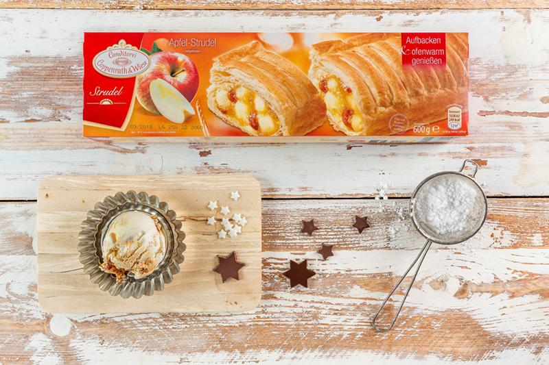 Zutaten Apfelstrudel als Weihnachtskuchen mit Eis und Deko