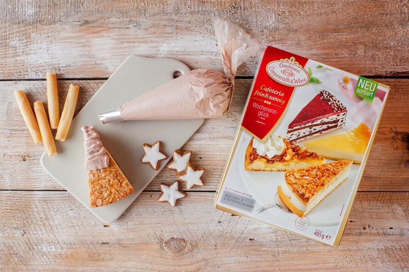 Zutaten für kleine Weihnachtskuchen als Tannenbaumkuchen am Stil