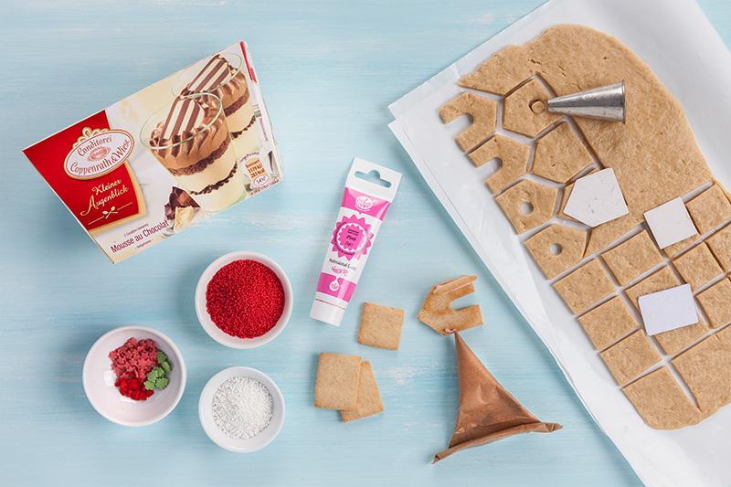 Weihnachtsdessert als Cupcakes mit Printen dekoriert