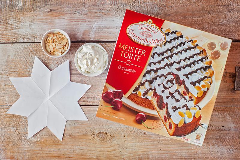 Zutaten für Weihnachtskuchen als Tortenstern