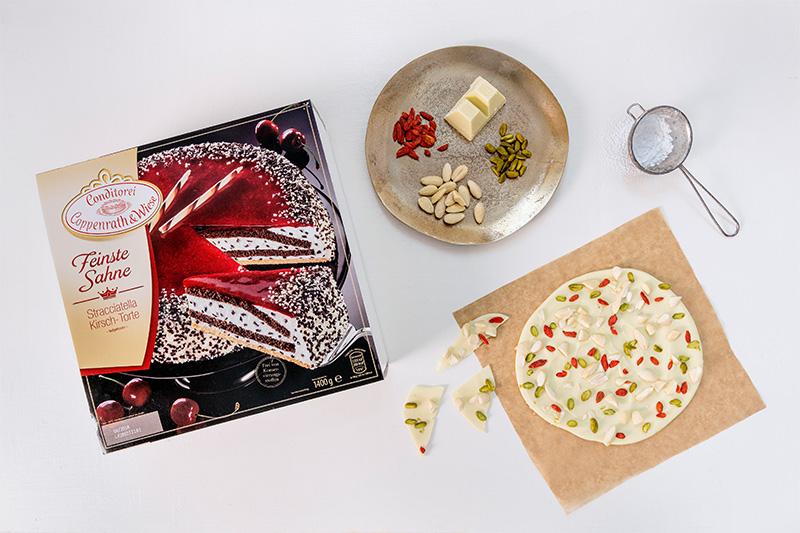 Zutaten für Weihnachtstorte mit weißer Schokolade