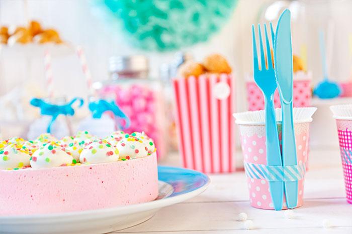 Baby Shower Torte mit Deko für Jungs und Mädchen