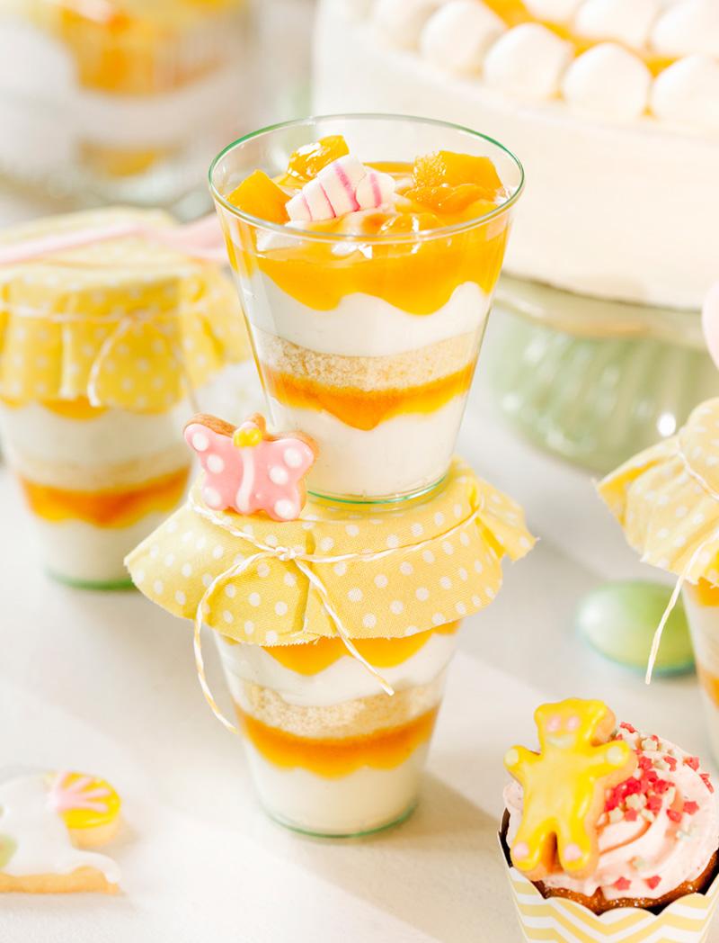 Dessert für Babyparty mit Frucht und Deko
