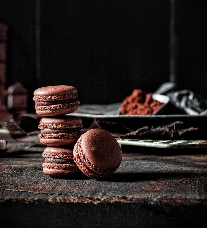 Macarons für Geburtstagstorte aus Schokolade