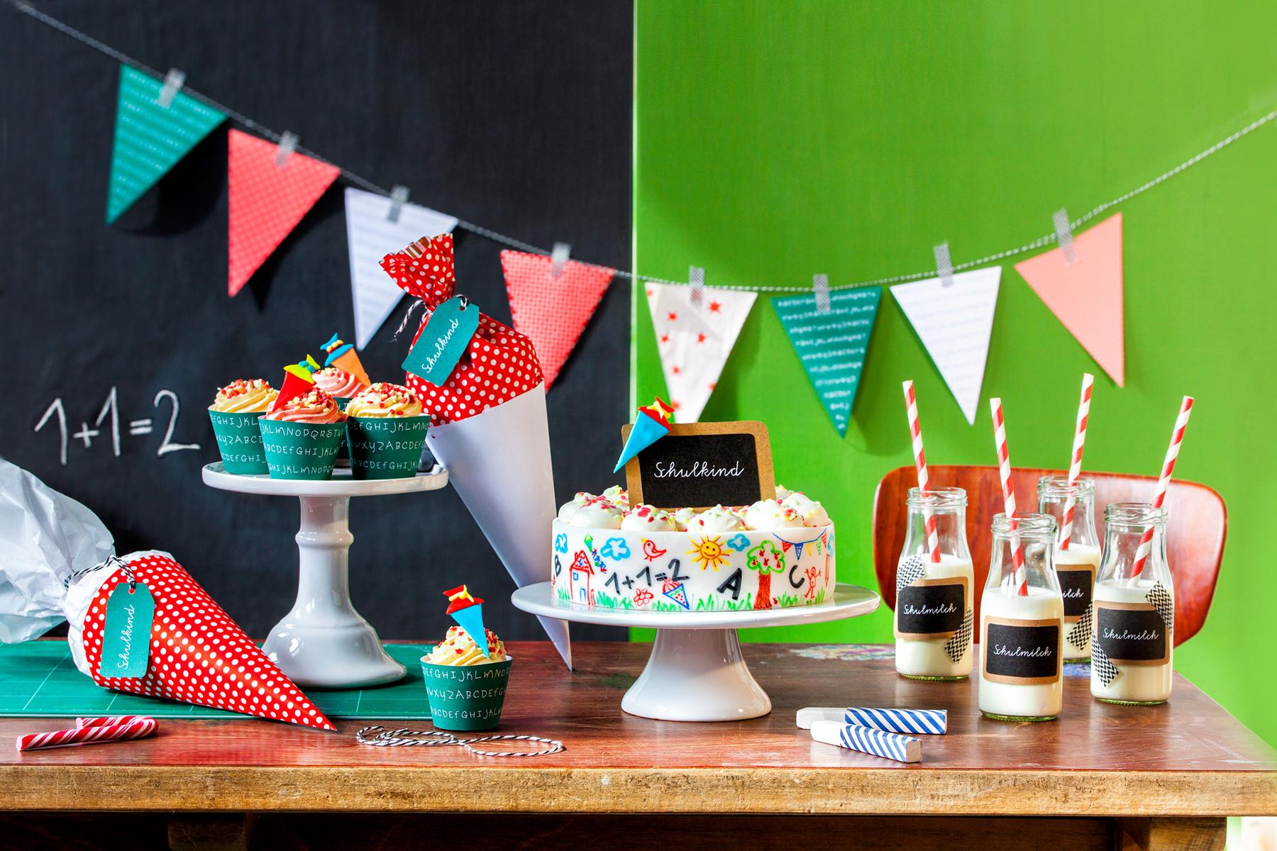 Torte für Einschulung Rezept und Idee für Tischdeko zum Schulanfang
