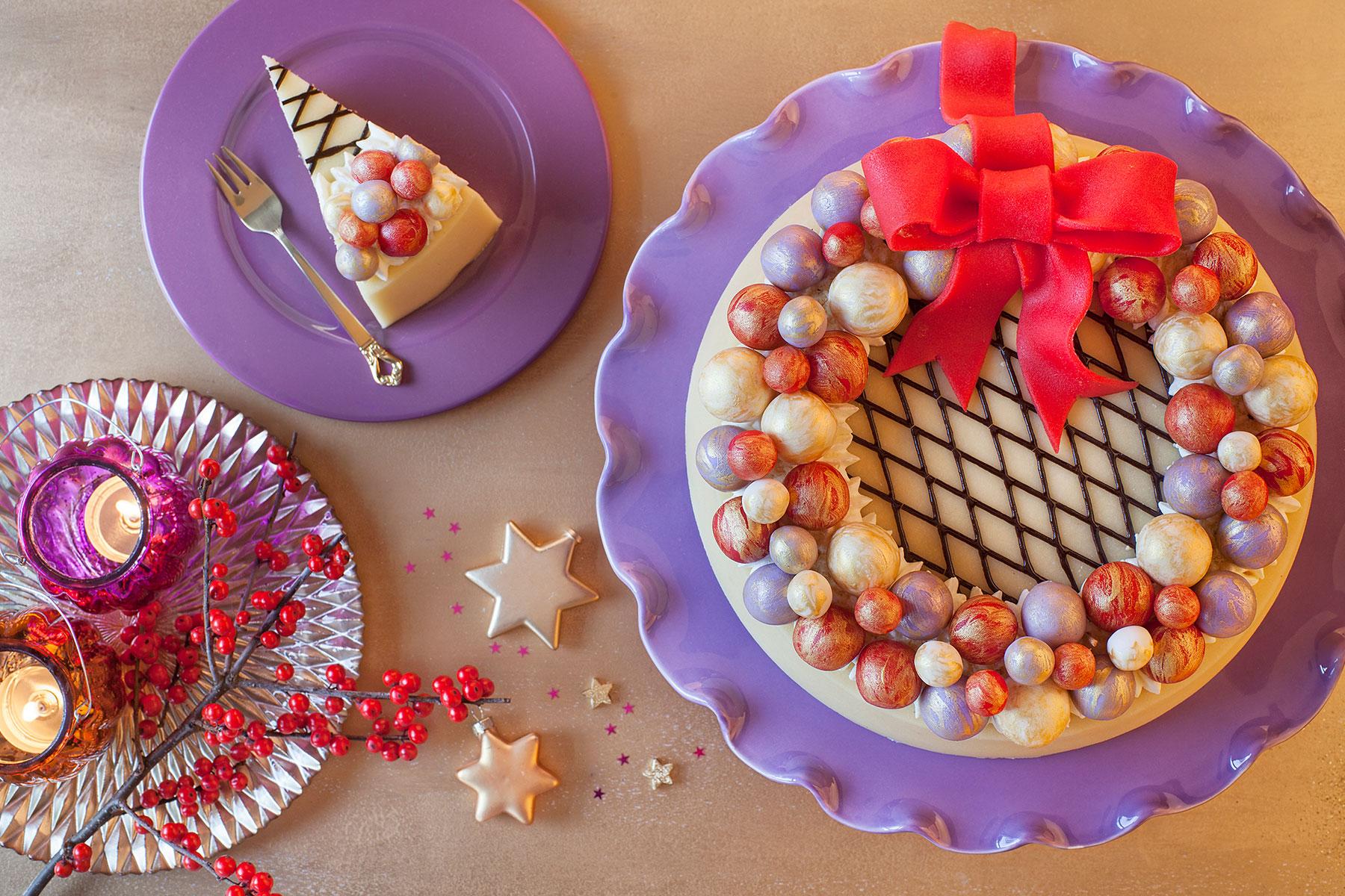 Weihnachtstorte Rezept und Idee für schnelle Marzipantorte dekoriert