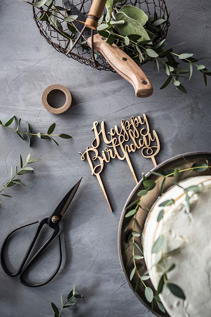 Zutaten Dekoration für Geburtstagstorte aus Apfelkuchen