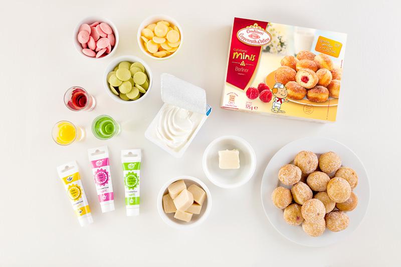 Zutaten für Macarons für Babyparty in bunten Farben