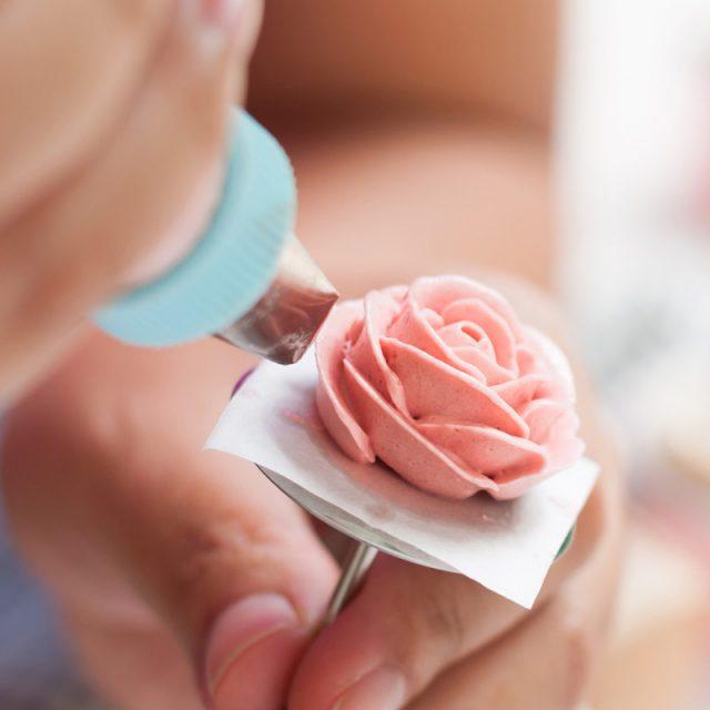Buttercreme-Rosen – so einfach gelingen sie! 8