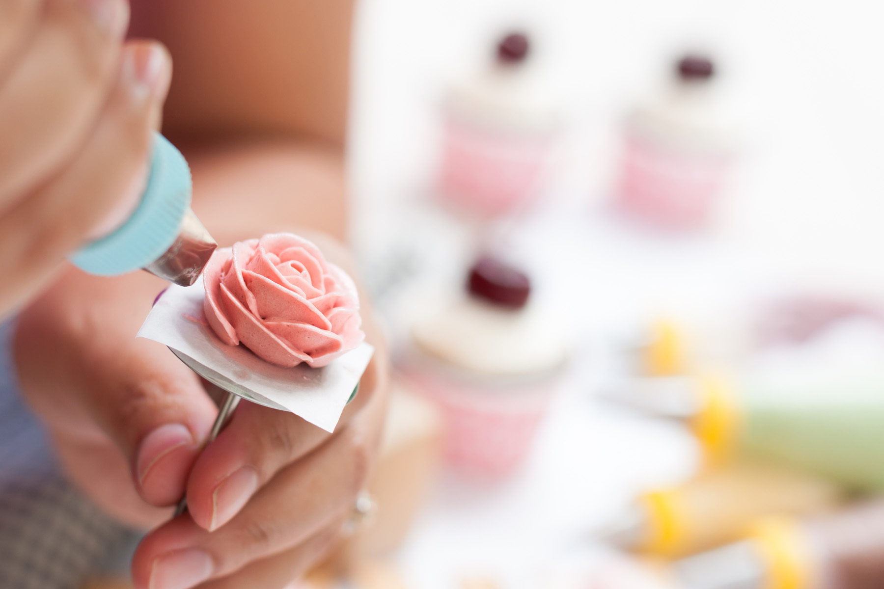 Buttercreme-Rosen – so einfach gelingen sie!