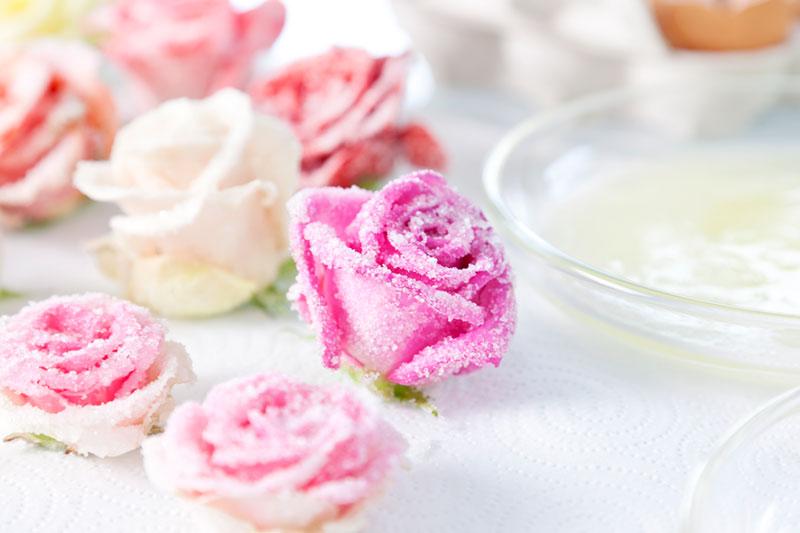 Blumendeko selbst gestaltet für Hochzeitstorte