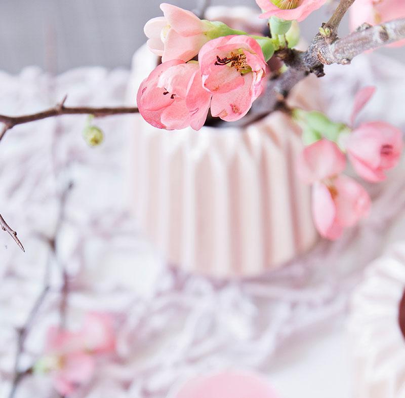 Blumengesteck passend zur Deko für Torte und Kuchen zu Ostern