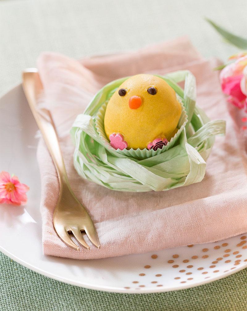 Cake Pop Küken als Kuchen für Ostern auf Tischdeko