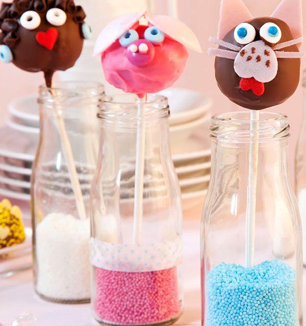 Cake Pops am Stiel mit Tiergesichtern dekoriert