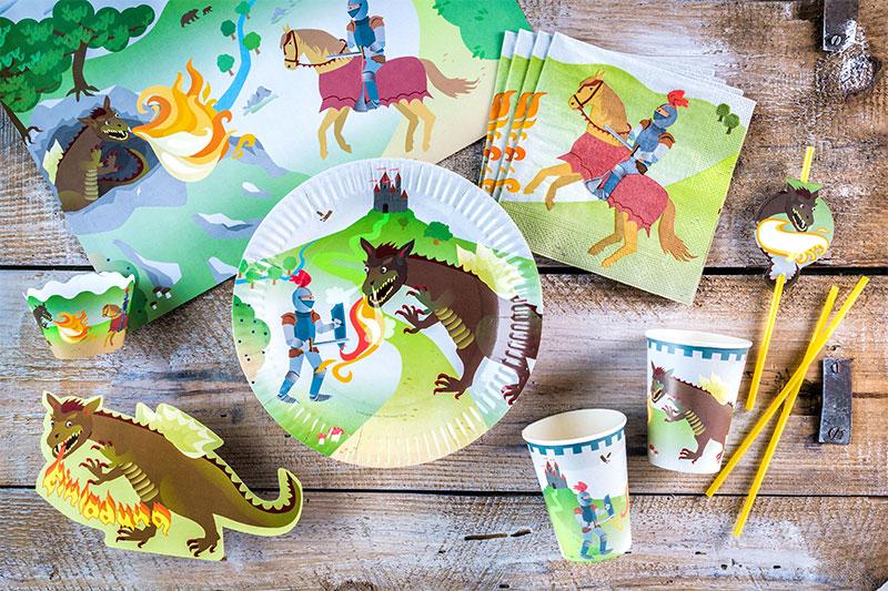 Deko und Essgeschirr passend zur Kindergeburtstagstorte mit Ritter-Motto