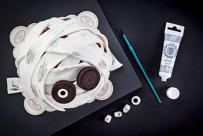 Dekoration Halloween Kuchen als gruselige Mumie