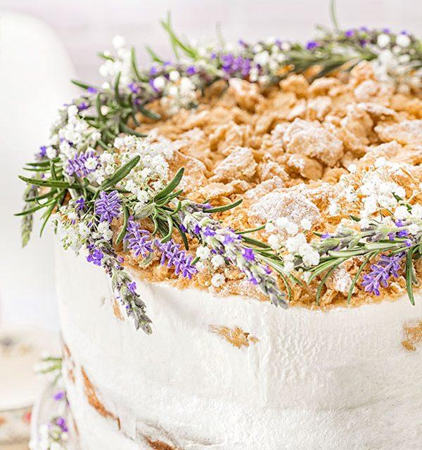 Detail der Blumendeko für Hochzeitstorte im Modern Folk-Design