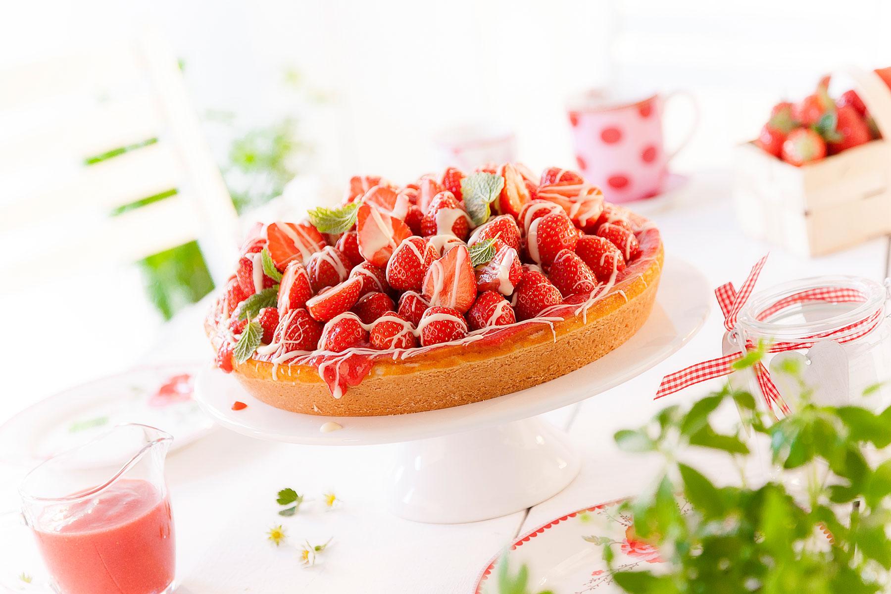 Erdbeerkuchem Rezept für Erdbeerhaube mit weißer Schokolade