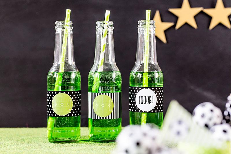Grüne Limo passend zum Fußballkuchen