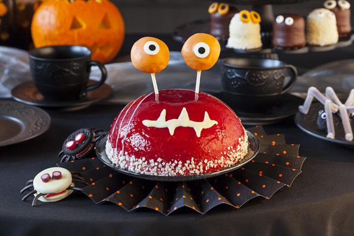Halloween Kuchen mit Augen und Schmunzelmund