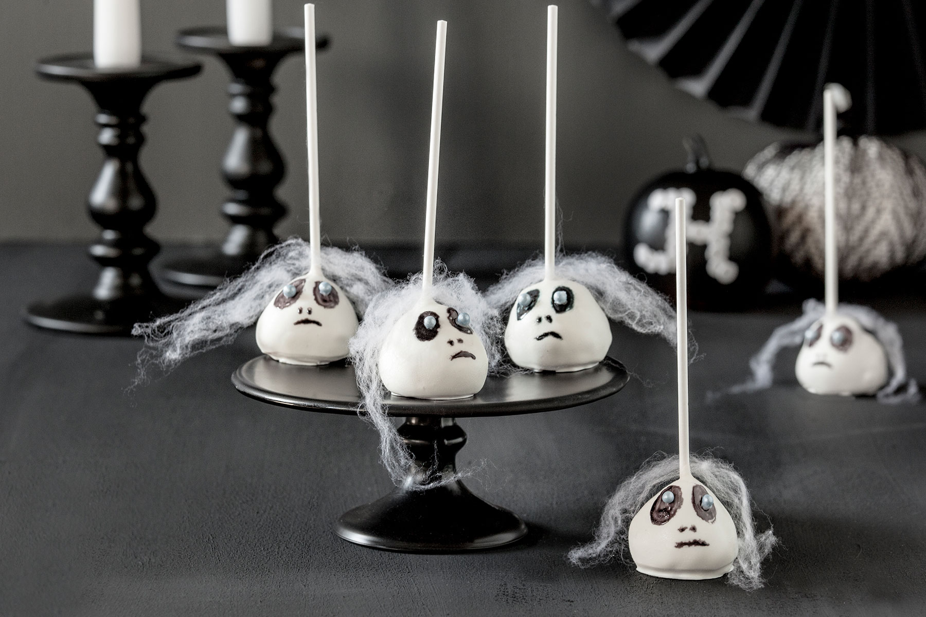 Halloween Kuchen Rezept und Deko für Cake Pops mit Gruselgesicht