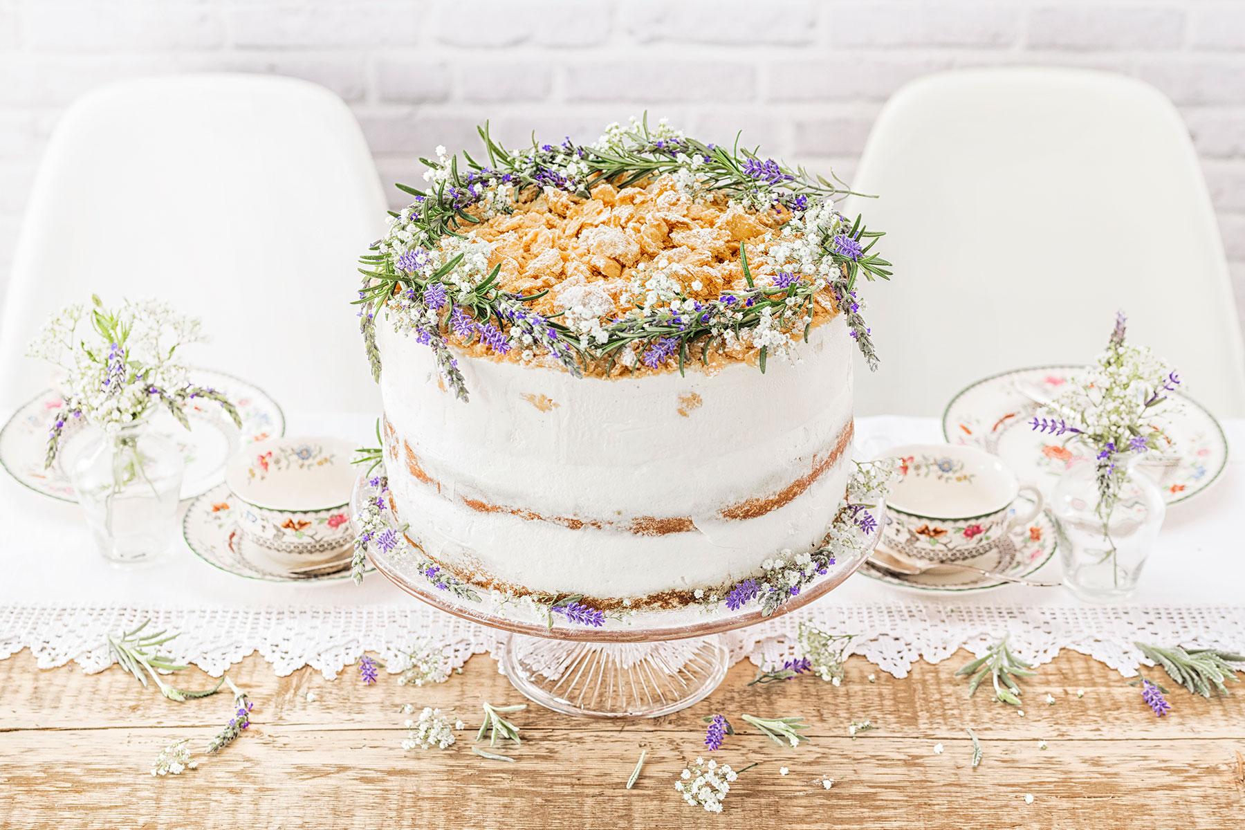 Hochzeitstorte Rezept selber machen Modern Folk und Blumendeko
