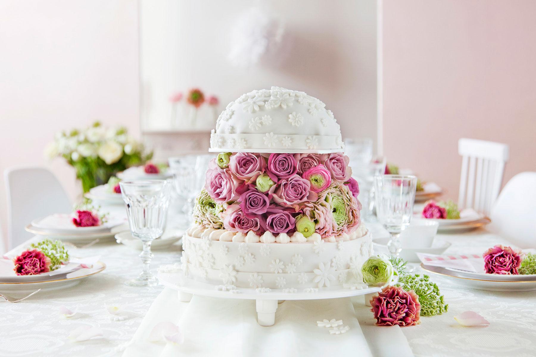 Hochzeitstorte In Weiss Mit Fondant Blumen Anleitung