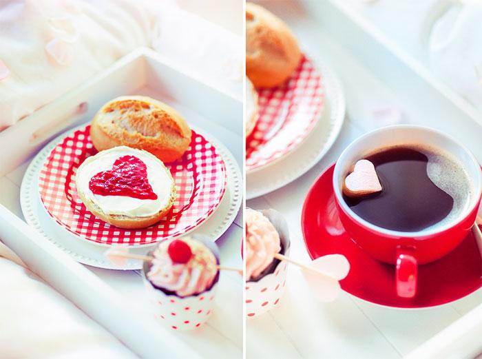 Ideen für Frühstück zum Valentinstag mit kleinem Kuchen und Deko