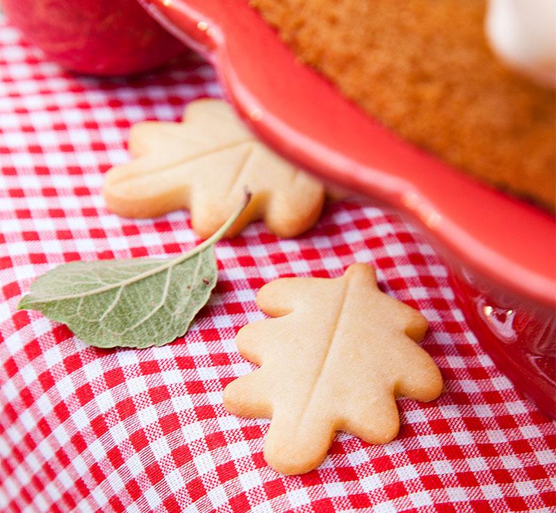 Kekse als Blätter passend zum leckeren Apfelkuchen