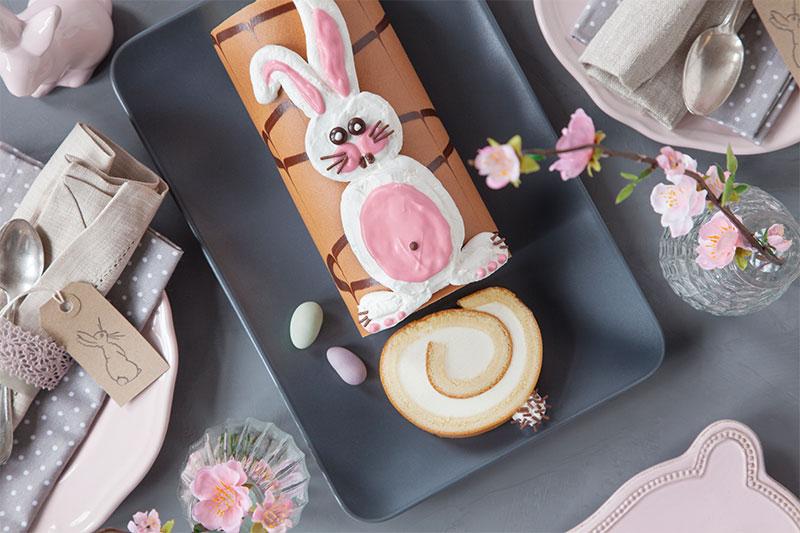 Kuchen für Ostern mit auffälliger Osterhasen-Deko