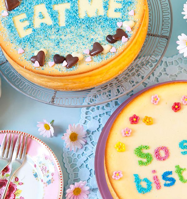 Kuchen selber durch gebastelte Schablonen verzieren