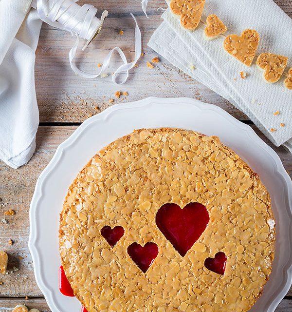 bienenstich torte mit herzen selber machen torte zum valentinstag. Black Bedroom Furniture Sets. Home Design Ideas