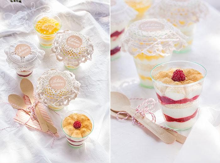 Leckere Desserts im Glas zum Mitnehmen fürs Picknick