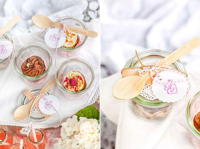 Mini-Kuchen im Glas serviert