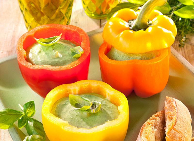 Rezept für mit selbstgemachtem Dip gefüllte Paprika als Snack