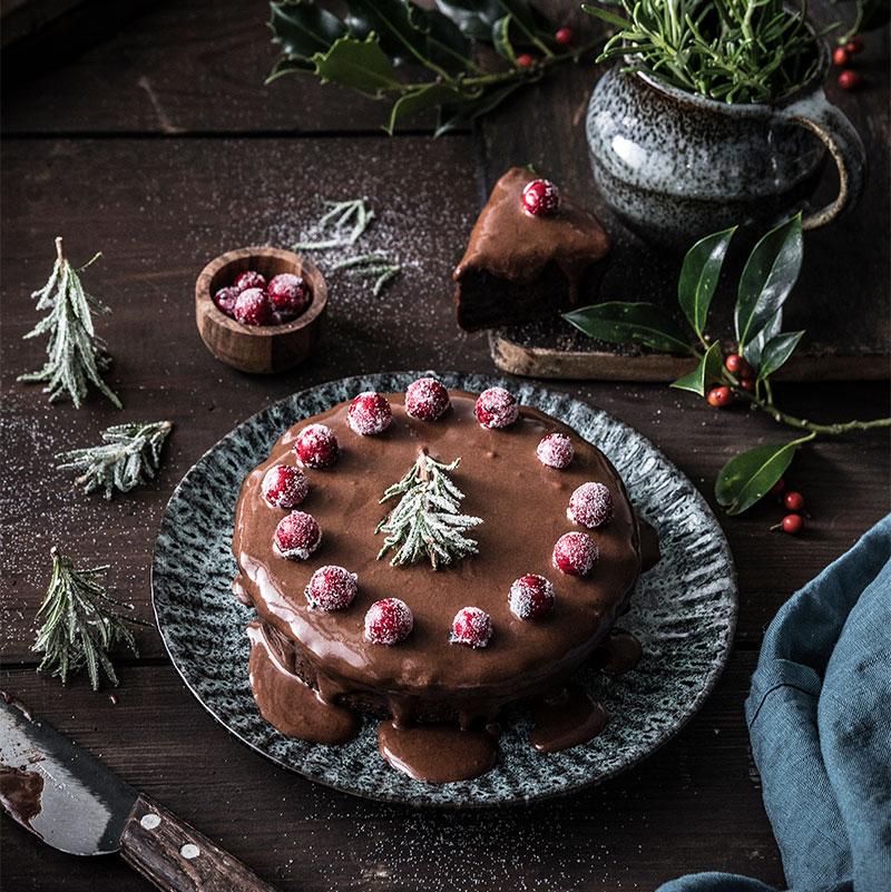 Schokoladen Weihnachtstorte mit toller weihnachtlicher Dekoration selbst zubereiten