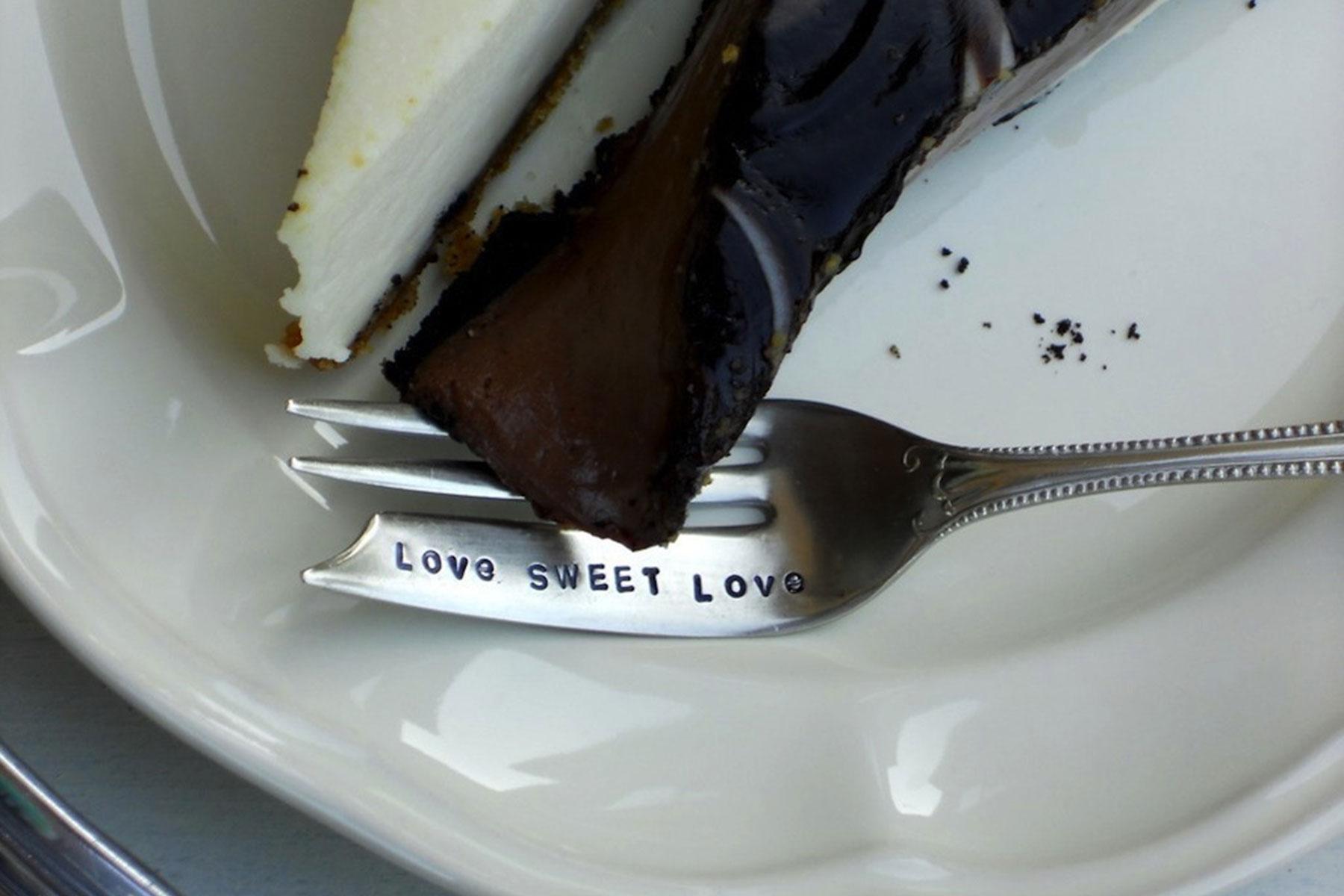 Stück Kuchen und Gabel