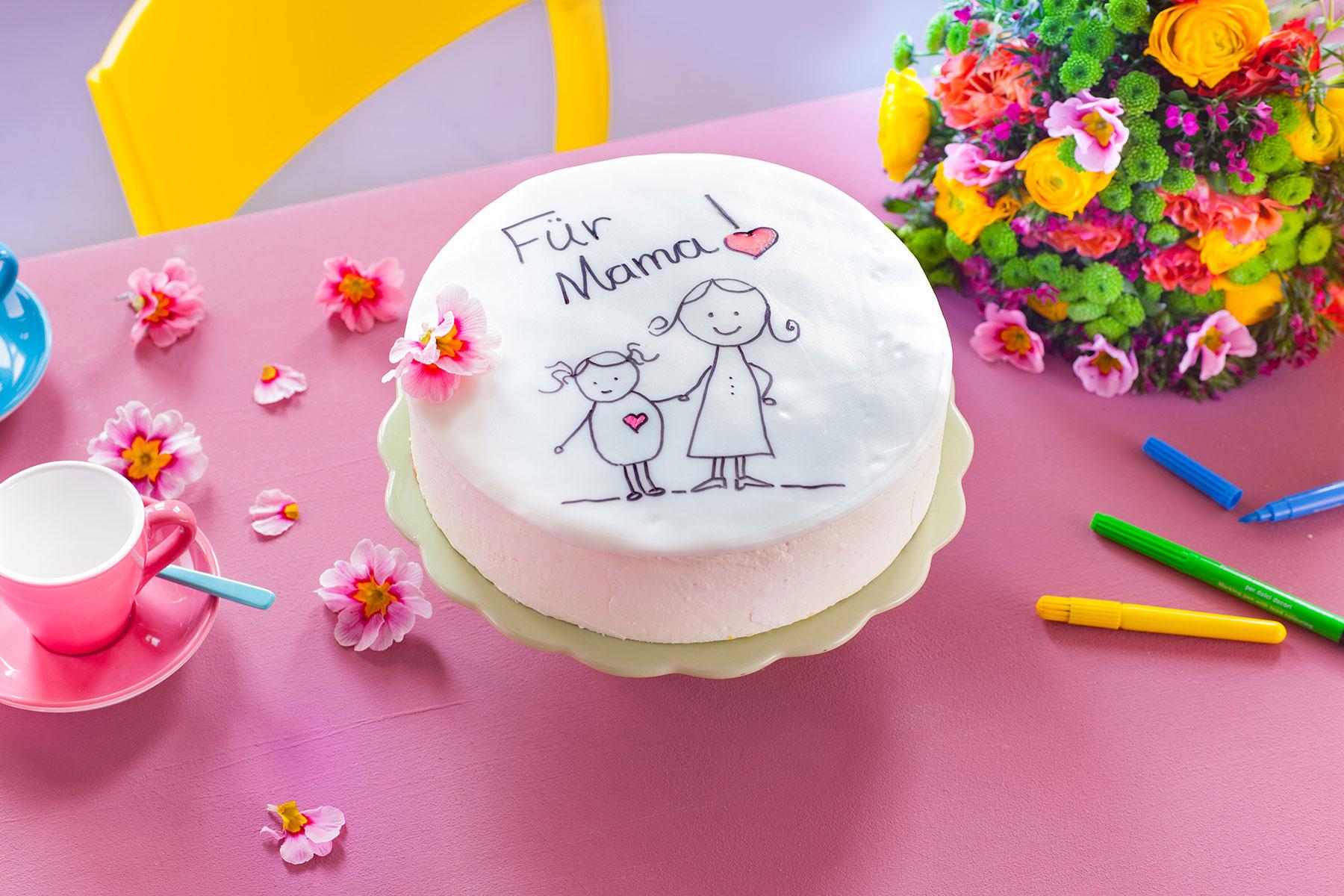 Torte zum Muttertag Rezept und Deko mit Buchstaben