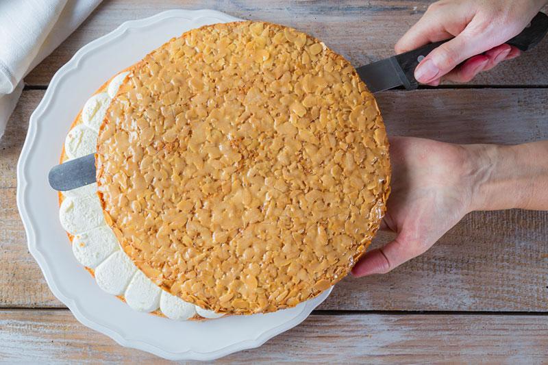 Valentinstagkuchen selbermachen Bienenstich Anleitung zum Selbermachen