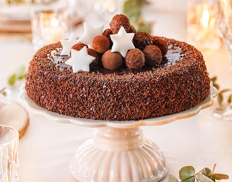 Weihnachtstorte Idee mit Schokoladen Bällchen und Sternen
