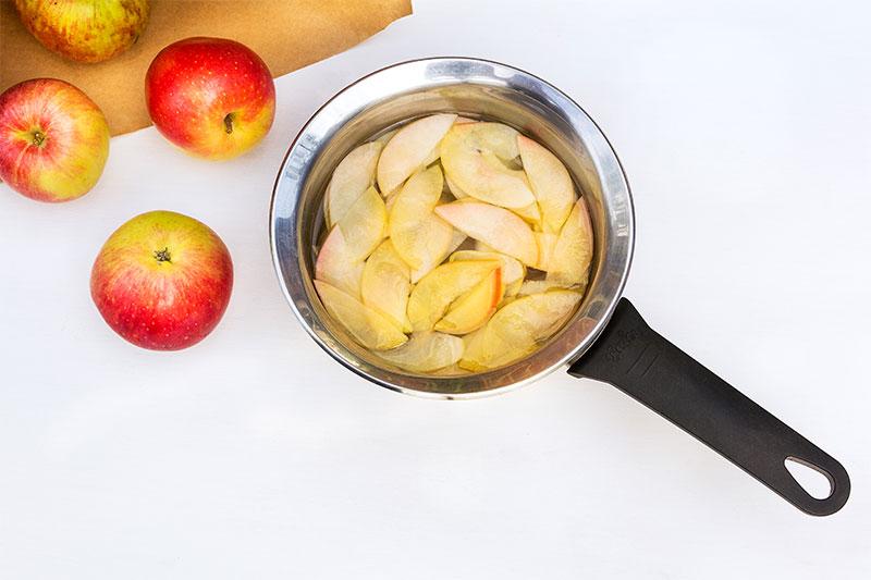 Zubereitung Apfelrosen für Apfelkuchen mit Deko