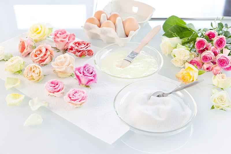 Zubereitung Blumendeko für Hochzeitstorte zum selbst gestalten