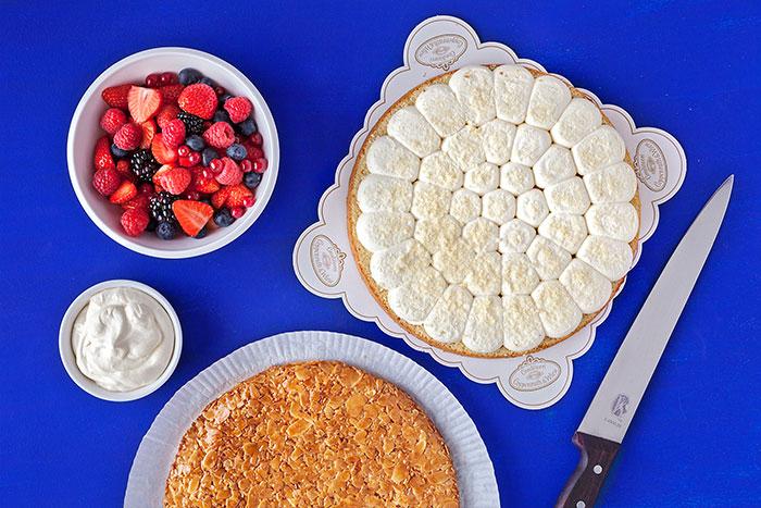 Zubereitung für Doppeldecker-Beerenkuchen mit Sahne